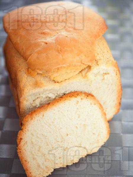 Бърз домашен бял хляб за хлебопекарна - снимка на рецептата